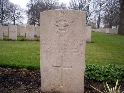A headstone of a Second Lieutenant of the Royal Flying Corps
